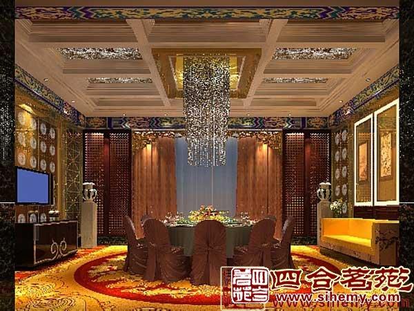 中式屏风多用木雕或金漆彩绘